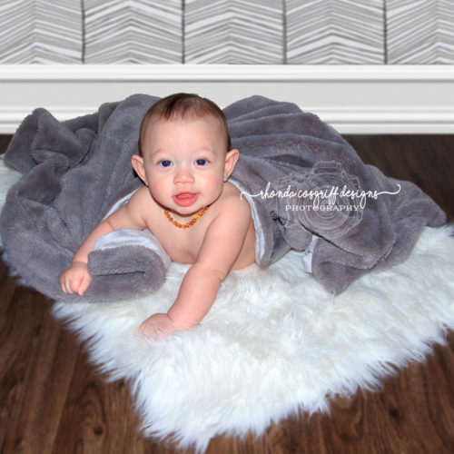 Rhonda Cosgriff esigns Infant Photography